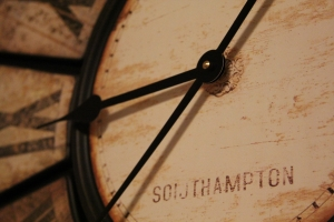 old-fashioned-clock-1424440-m
