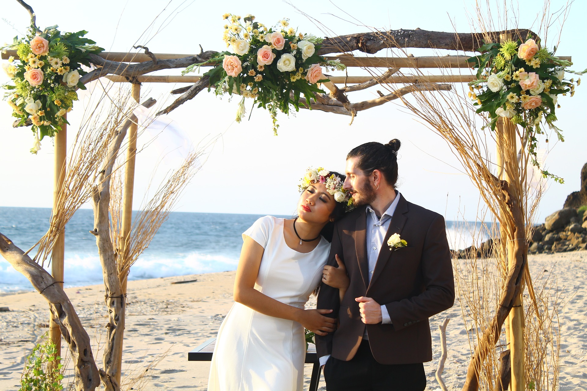 Couple S Wedding Ceremony And Reception Held At The Beach: Secrets Of A Successful Remote Wedding